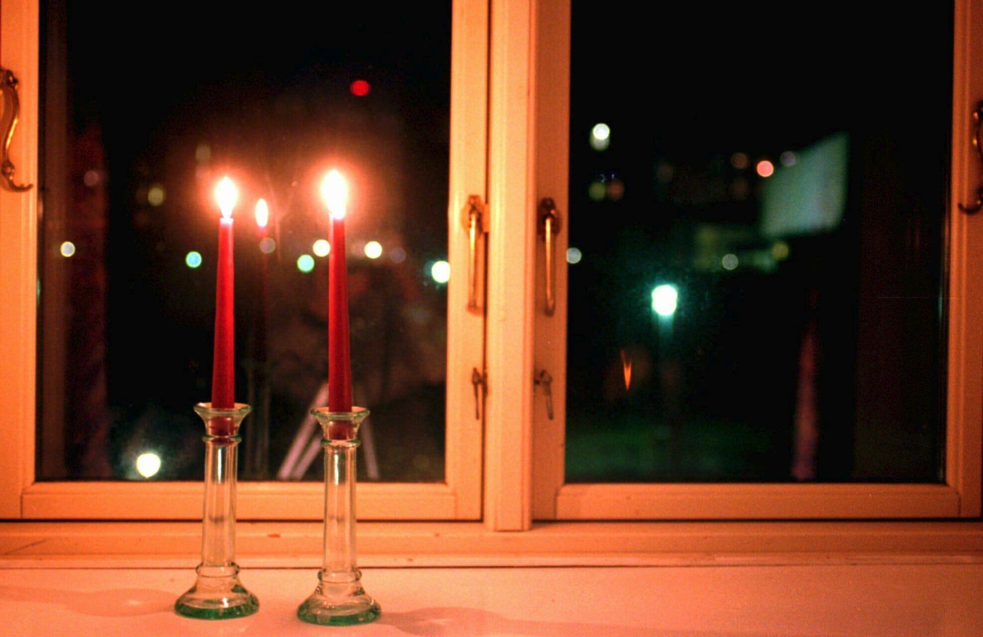 FAKTA: Derfor sætter vi lys i vinduerne 4. maj