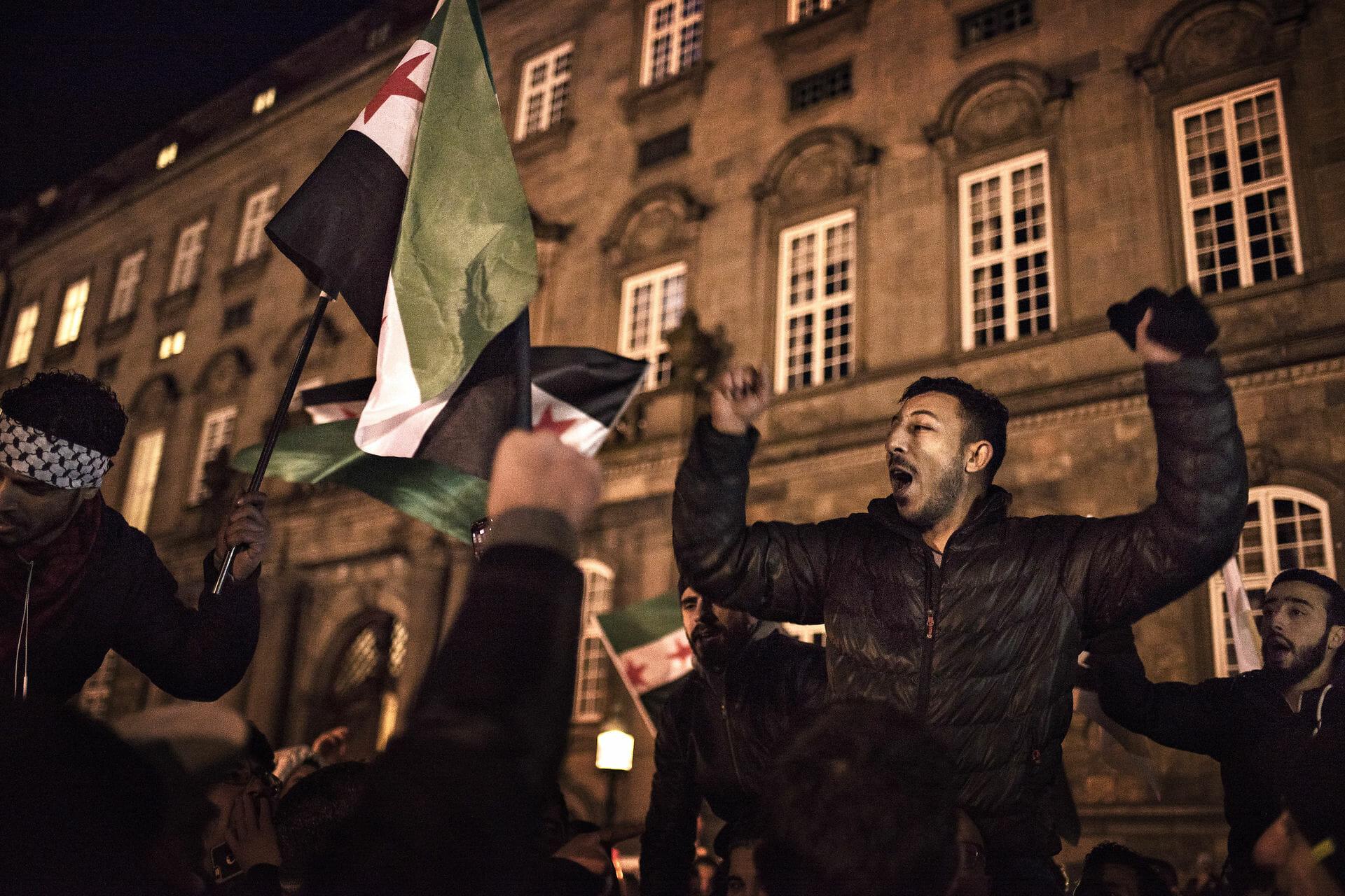 Read more about the article Krigen i Syrien får os ikke op af sofaen