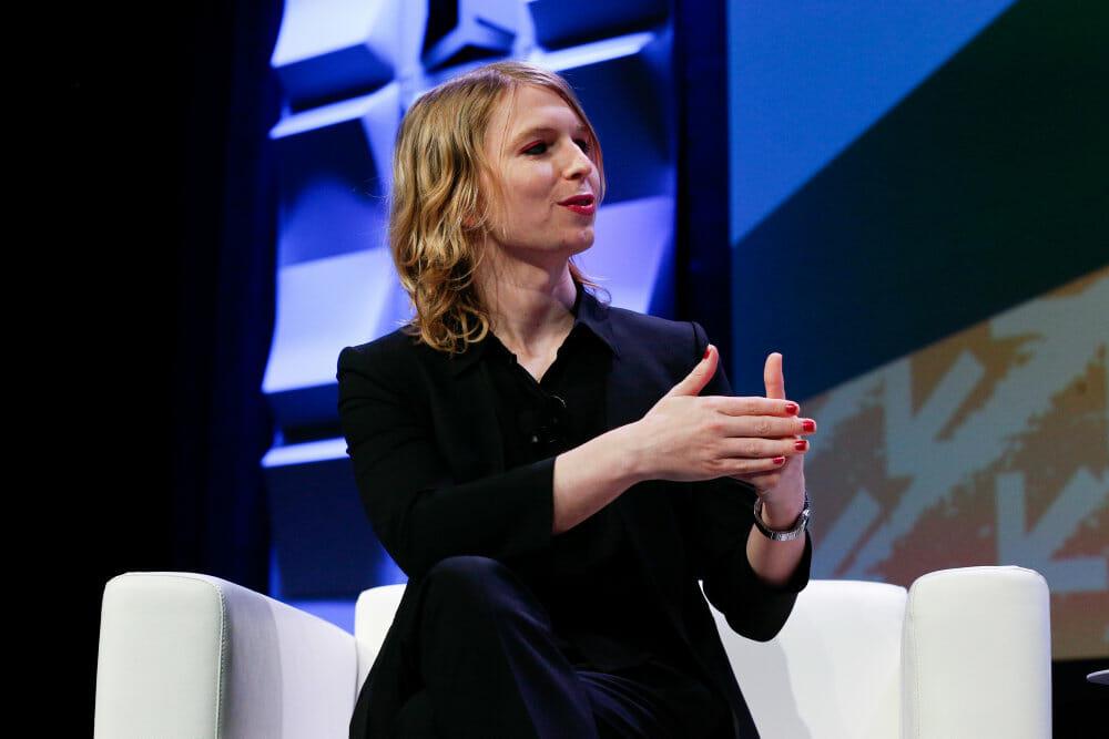 Obama skærer 28 år af whistleblower Chelsea Mannings straf