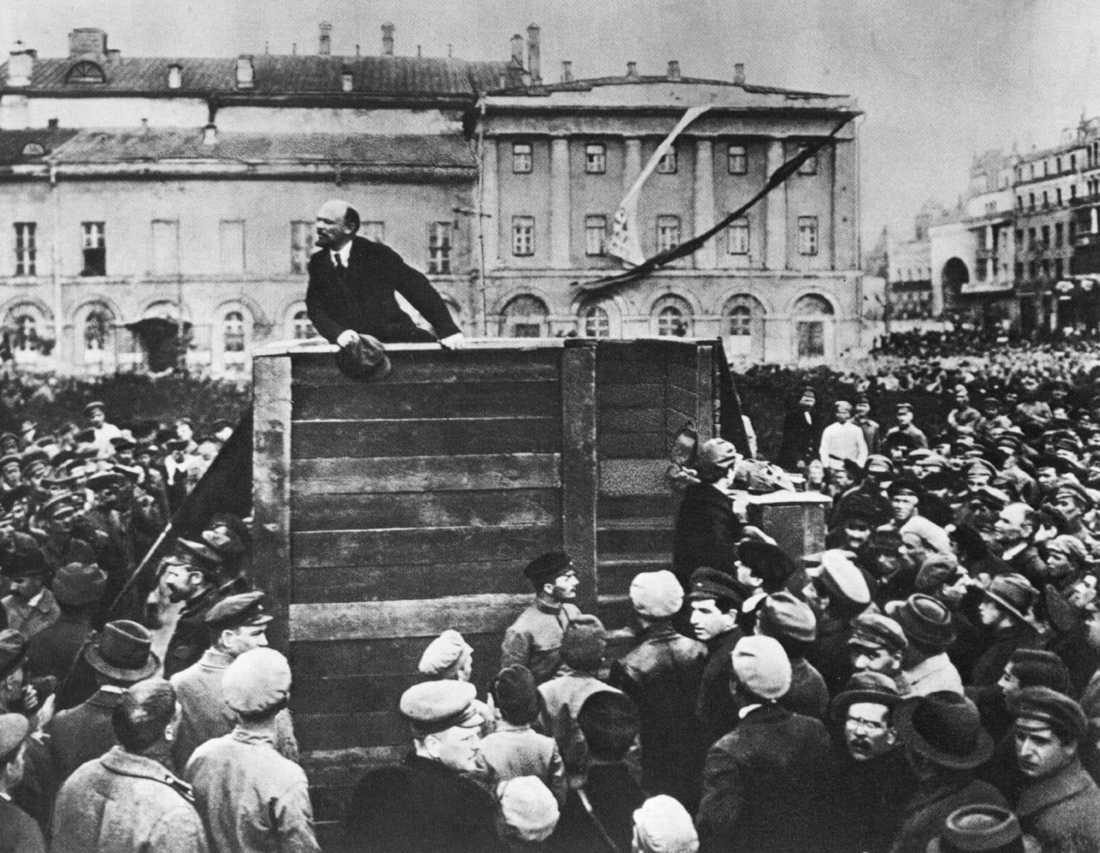 Read more about the article Oktoberrevolutionen i Rusland kort fortalt