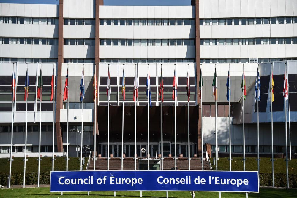 Read more about the article FAKTA: Europarådet holder øje med demokratiet