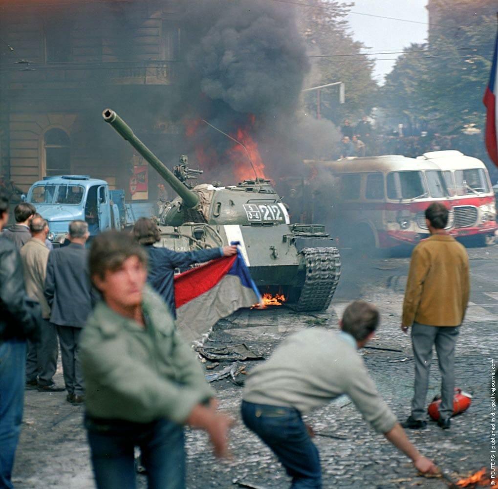 Read more about the article Sovjet-tanks banede vej for blodbad i Prag