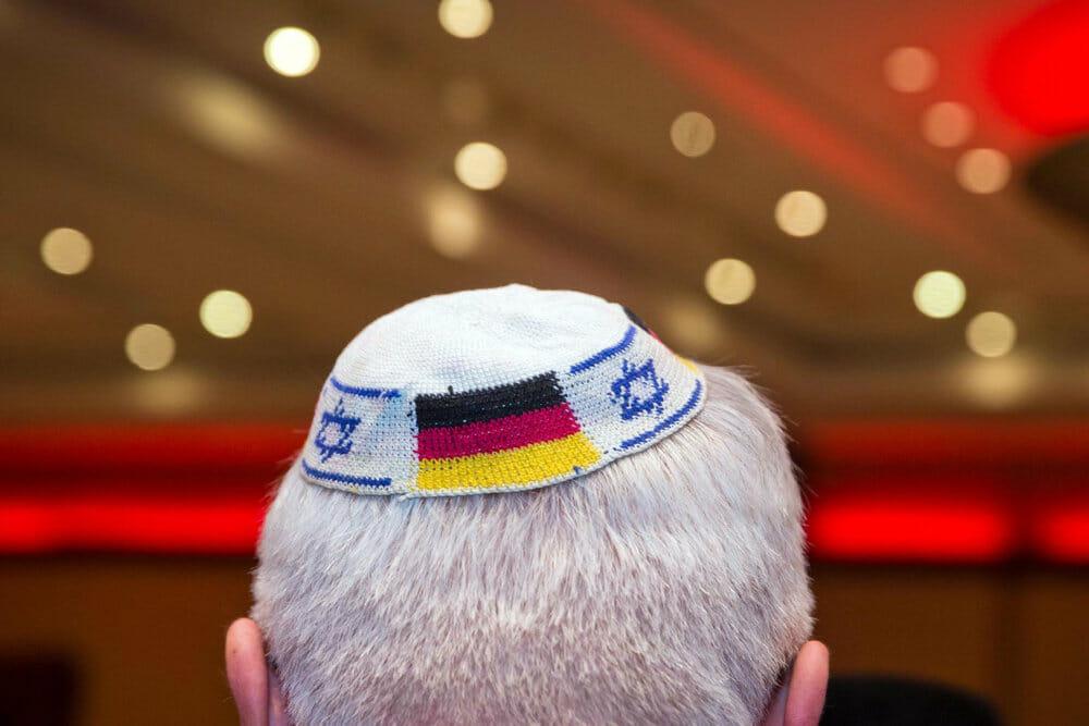 Tyske jøder advares mod at gå med kalot