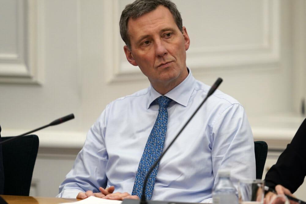 Minister beskyldes for Erasmus Montanus-logik om overvågning