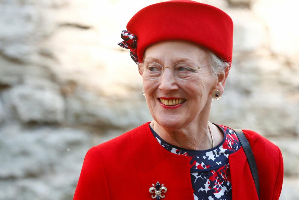 FAKTA: To personer ud over dronningen er til stede under talen