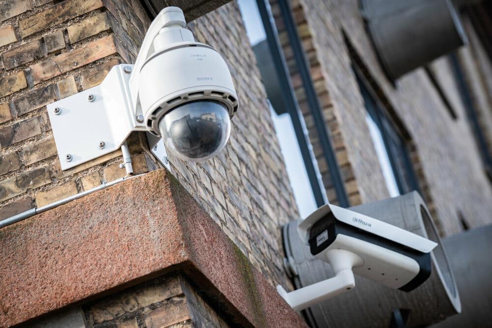 Regeringens plan om overvågning får kritik: Man har ret til privatliv