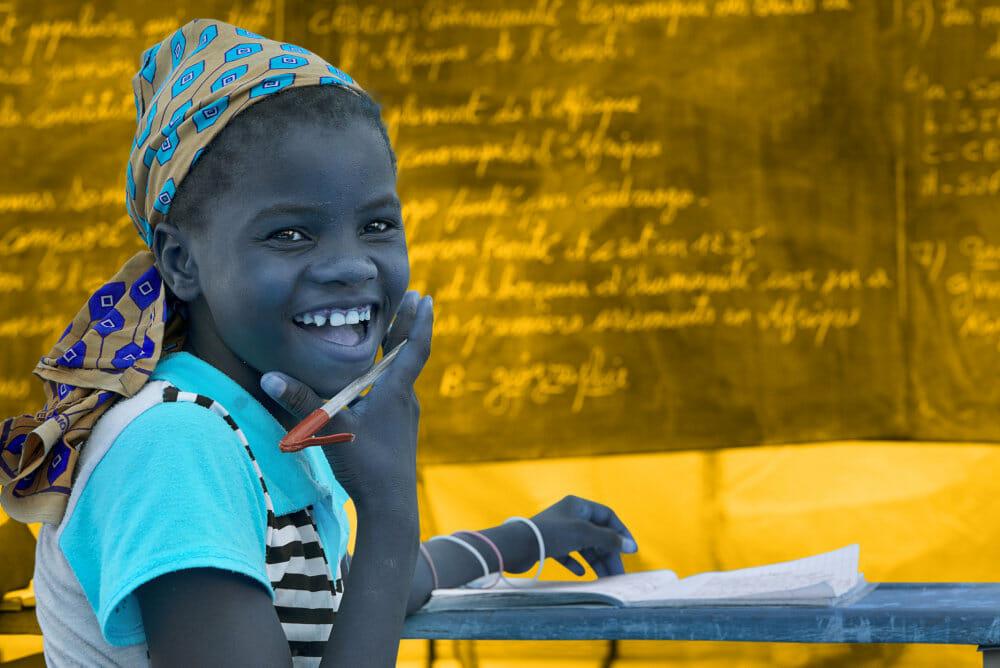 """Ny UNICEF-rapport: """"Hver tredje unge pige fra verdens fattigste hjem har ikke været i skole"""""""