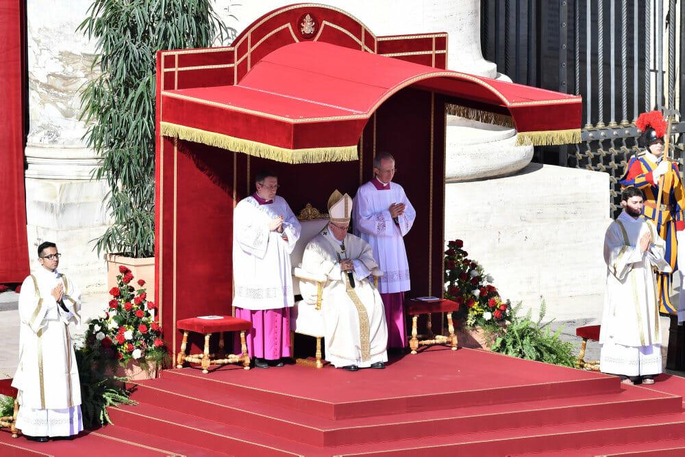 Paven har givet den katolske kirke 35 nye helgener