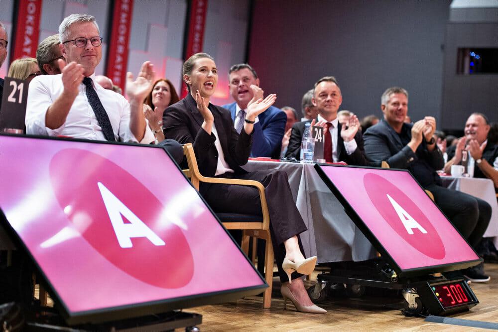 Socialdemokratiske topfolk har udsat kritiske eksperter for pres