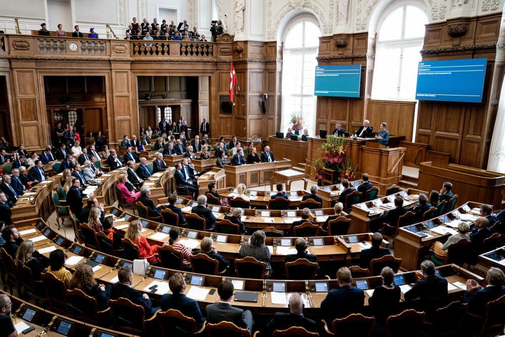 Regeringen overvejer hårdere straf for trusler mod ytringer