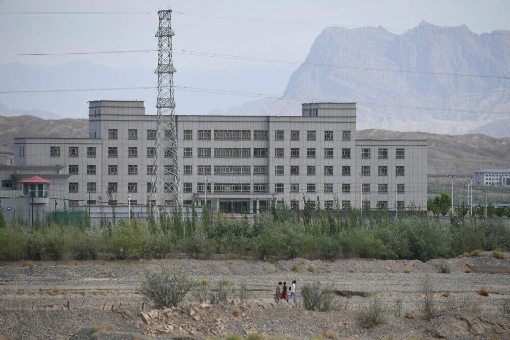 Guvernør i Kina: Indsatte i lejre klarer eksamener