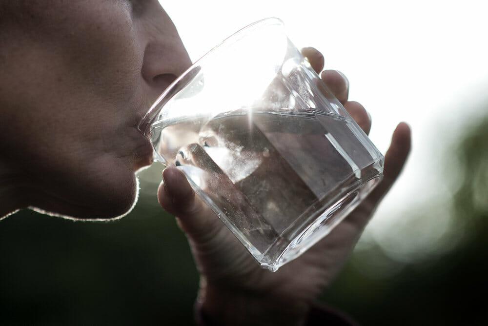 Skær ned: Du spiser, drikker og indånder mikroplast
