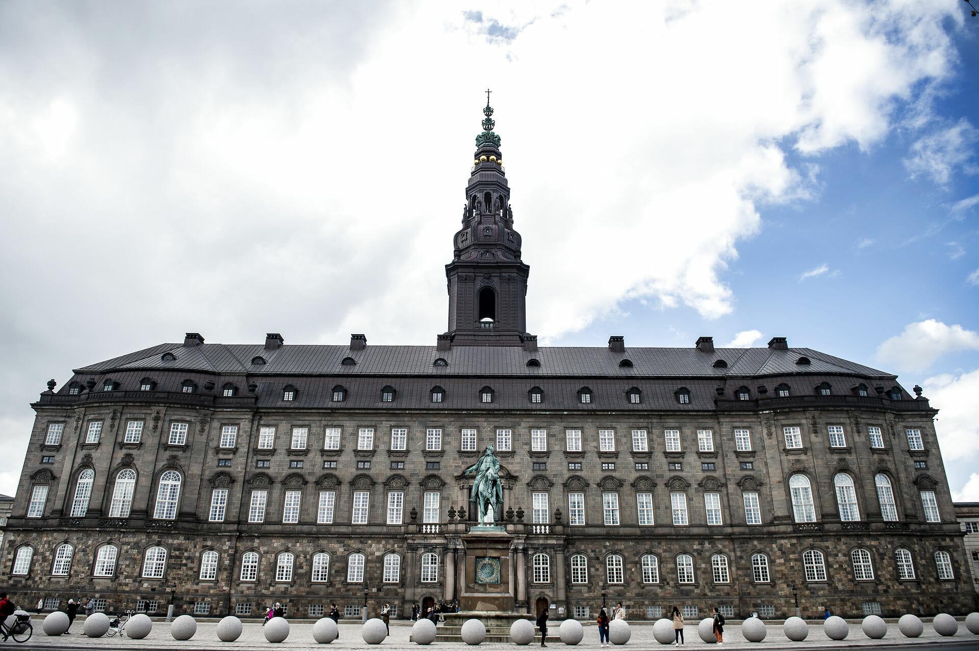 Høj politikertillid trods coronakritik