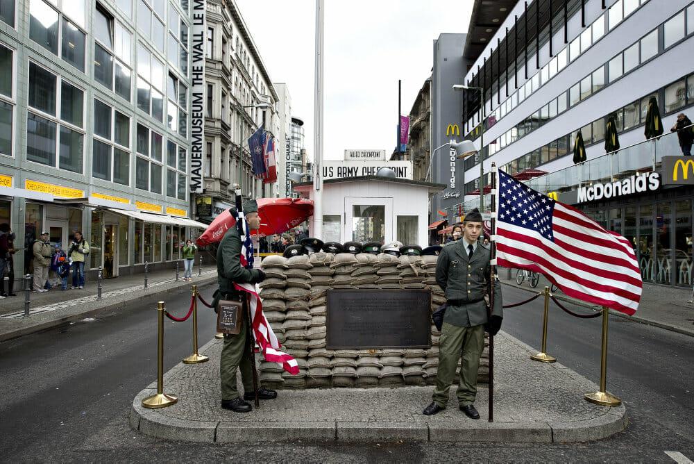 FAKTA: Berlins berømte knudepunkt markerer 30-årsdag
