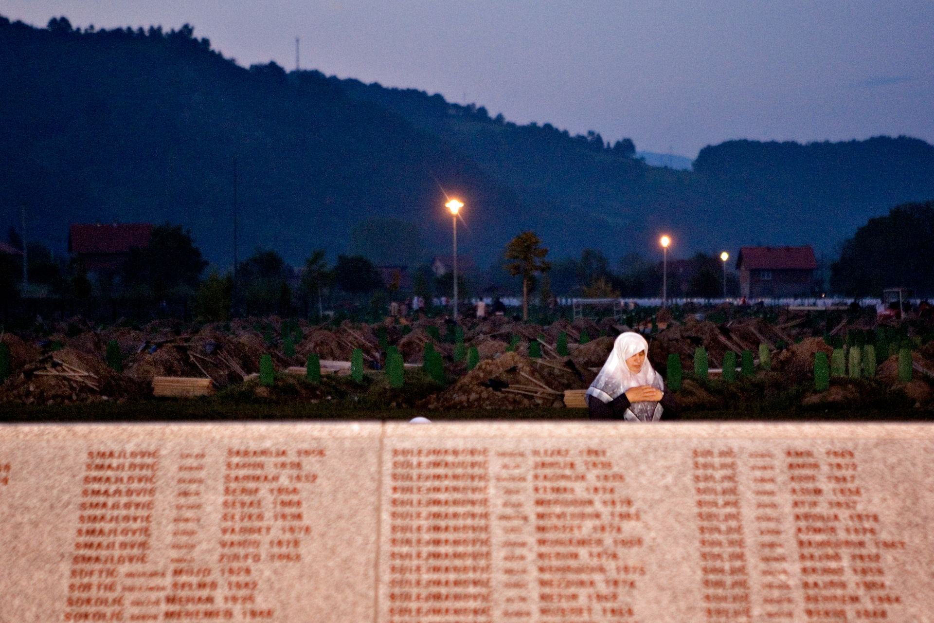 De leder stadig efter ofre i Srebrenica