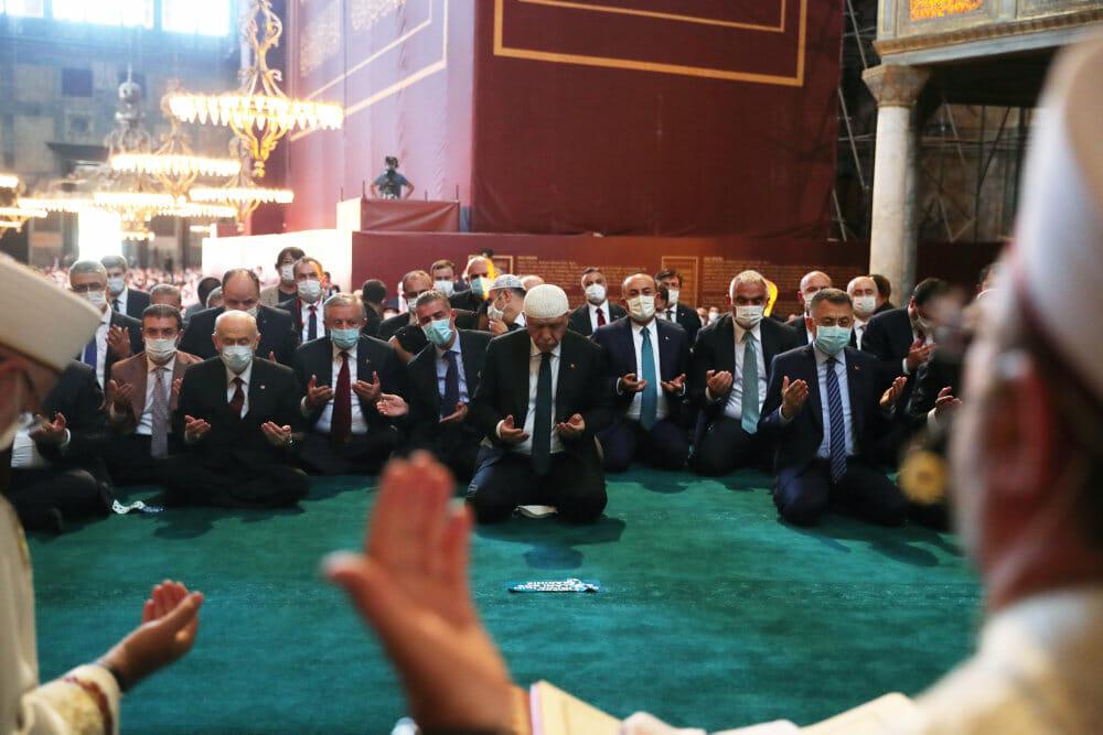 Tyrkiet: Trodsig præsident Erdogan læser koran i Hagia Sophia