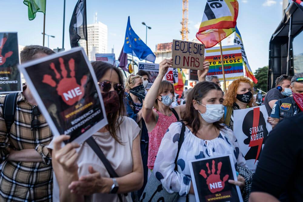 Polen overvejer at trække sig fra aftale mod hustruvold