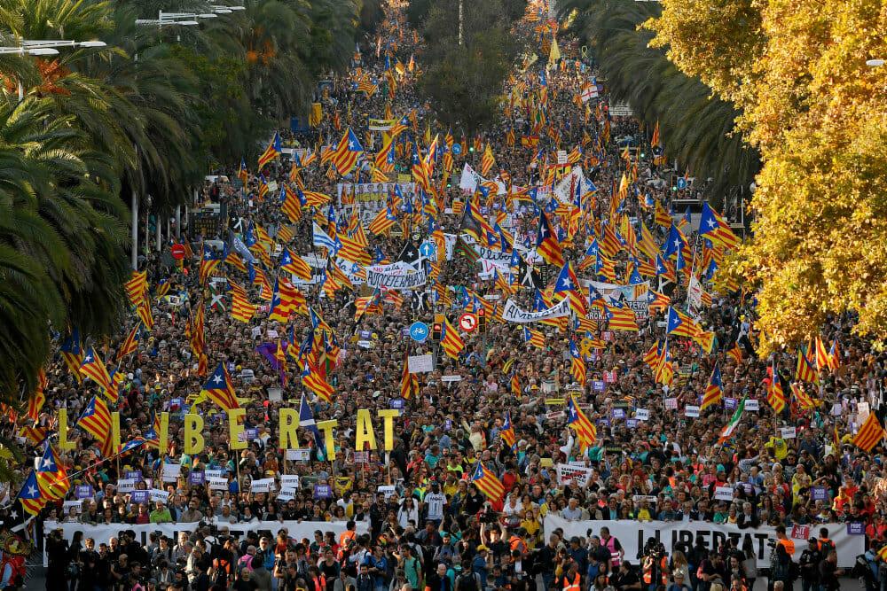 350.000 går på gaden i Barcelona mod højesteretsdom