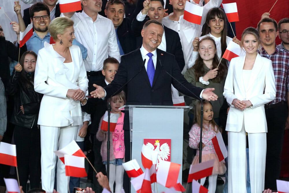 Polens konservative præsident vinder fem år mere på posten