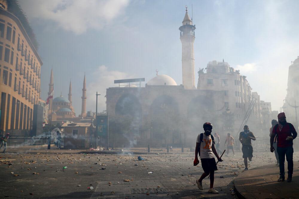 Libanon: Politi i Beirut anvender tåregas mod demonstranter