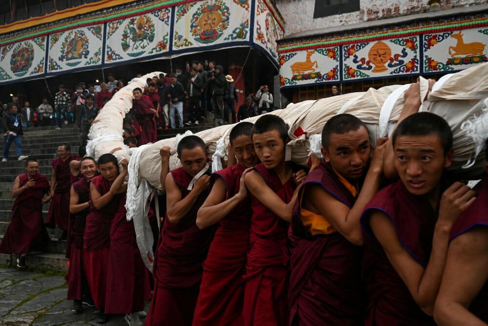 Kinas leder vil sikre unge tibetaneres kærlighed til Kina