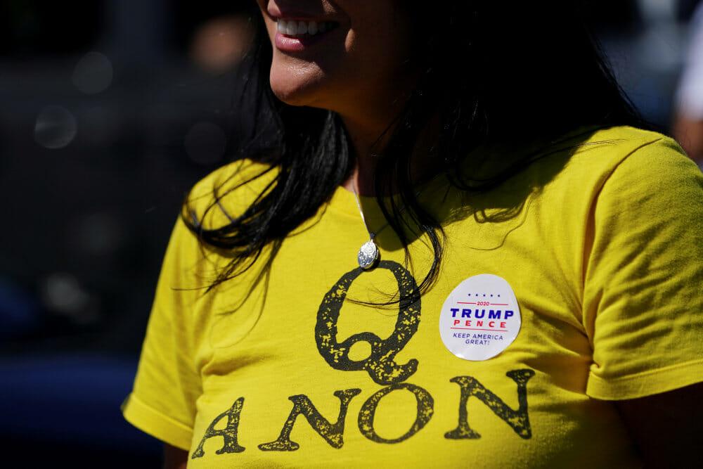 Facebook fjerner alt indhold knyttet til QAnon-bevægelse