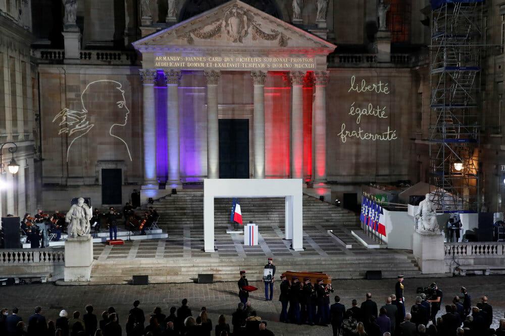 Macron: Dræbt lærer var en af Frankrigs stille helte