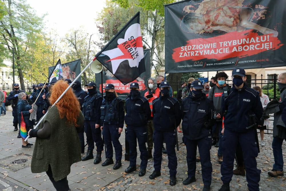 Polsk domstol baner vej for skærpelse af stram abortlov