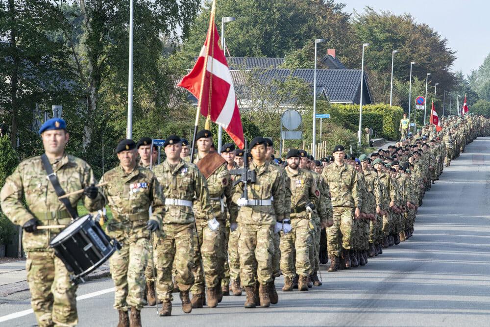 FAKTA: Flagene vajer for veteraner landet over