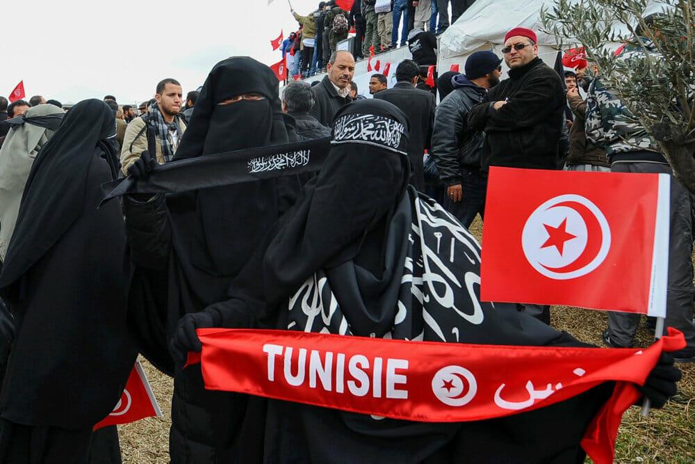 Niqab: Frygten for angreb vejer tungere end klæder i Tunesien