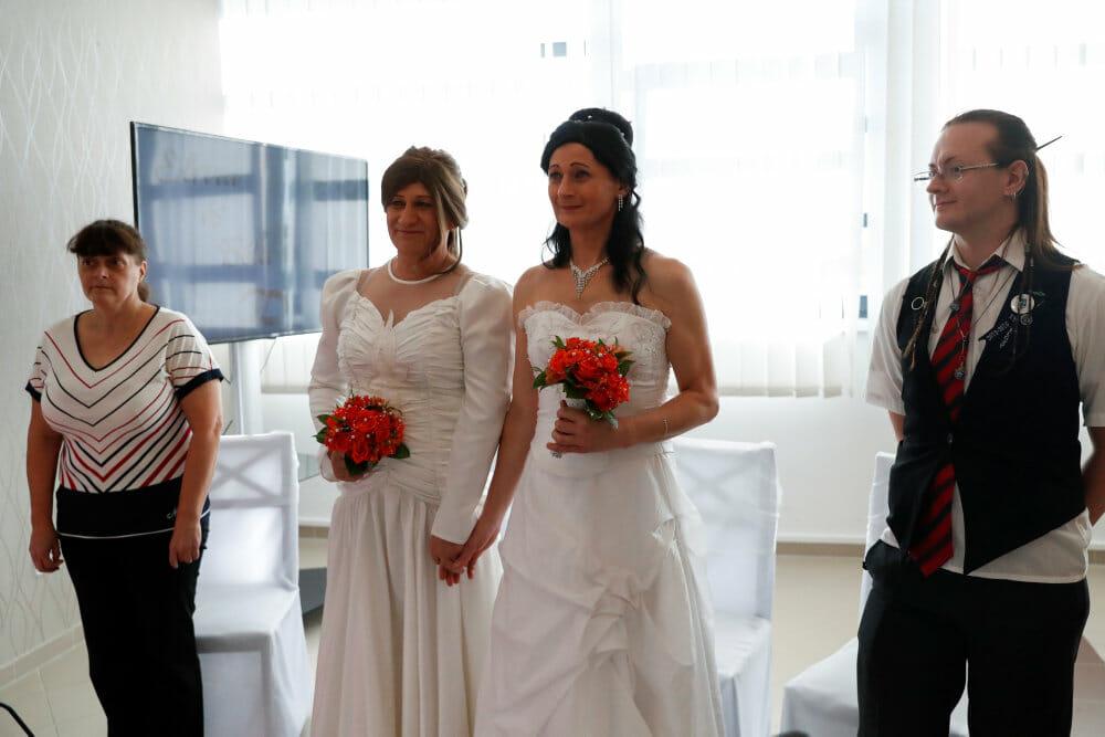 Ungarn skriver køn ind i grundlov og forbyder homopar at adoptere