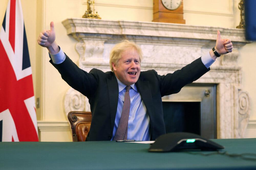 Premierminister Johnson fejrer handelsaftale med EU som en sejr