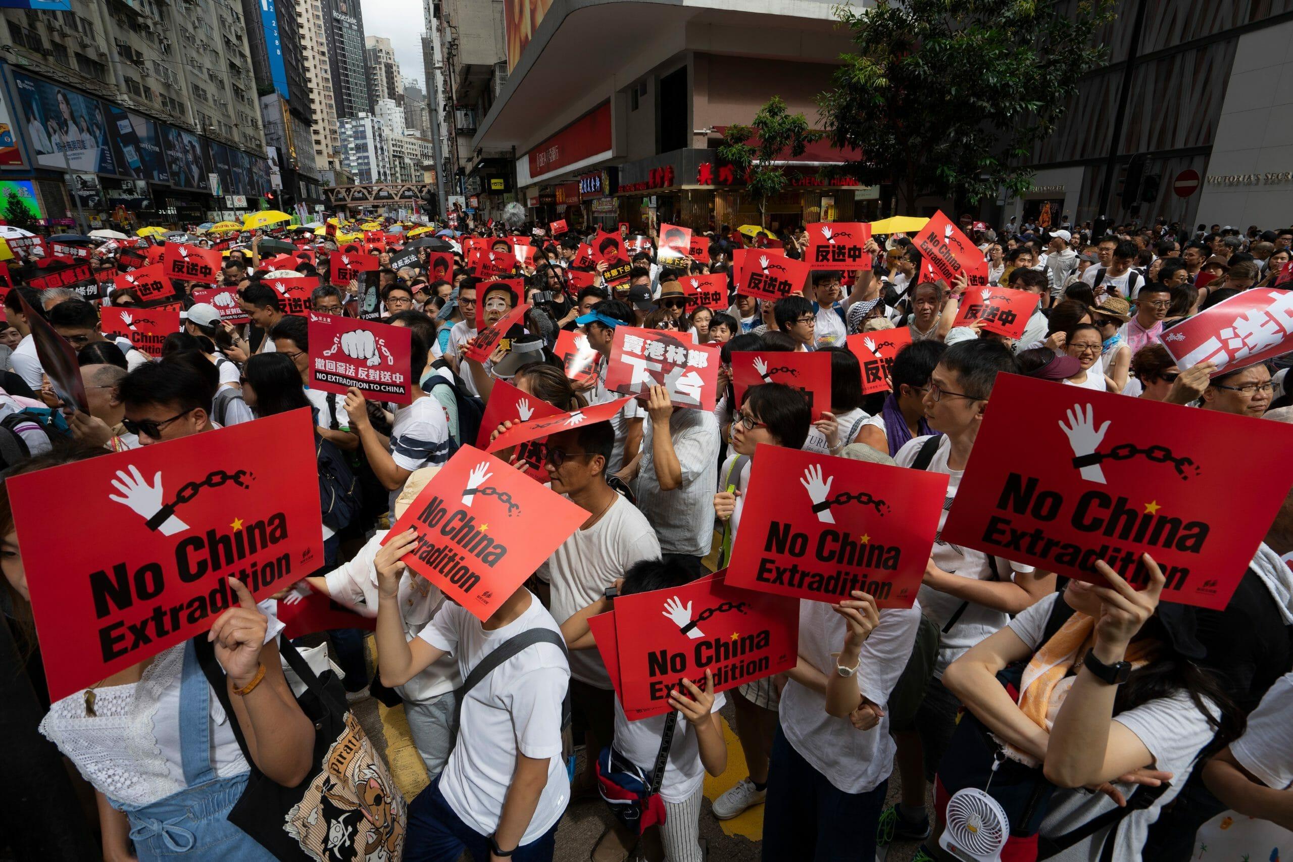 Storbritannien: Kina bryder aftale om Hongkongs rettigheder