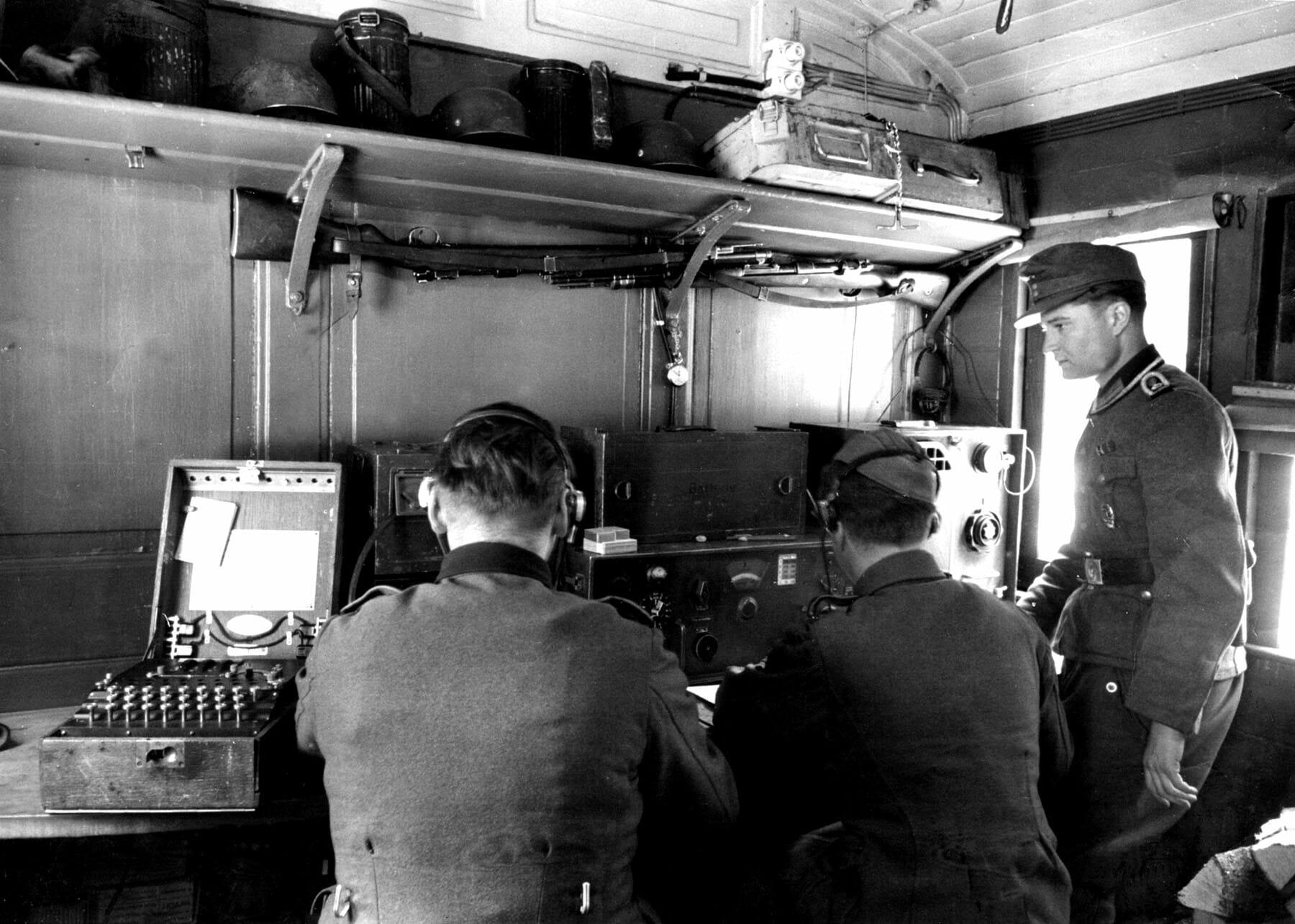 Dykker har fundet seks Enigma-maskiner i havet syd for Danmark