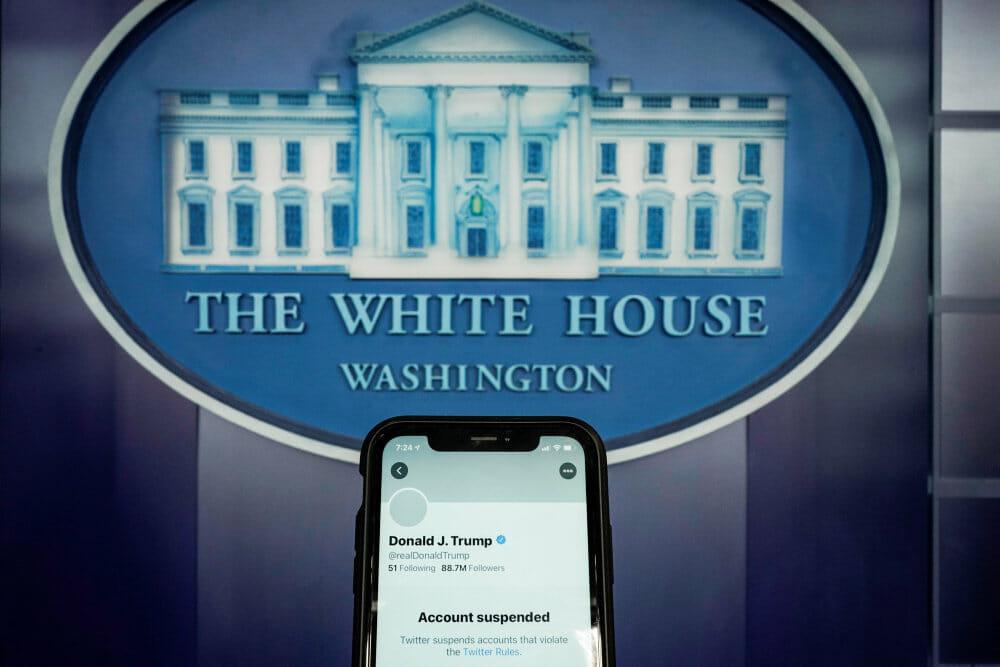 Twitter lukker for præsidenten: Trump har mistet vigtigt talerør