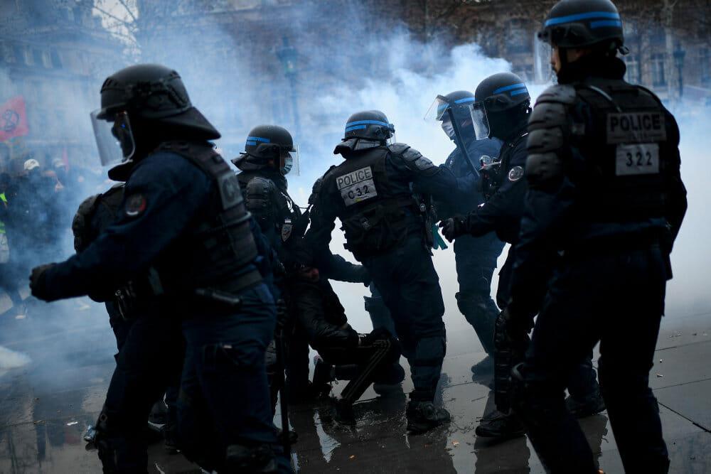 Franskmænd er igen på gaden mod omstridt sikkerhedslov