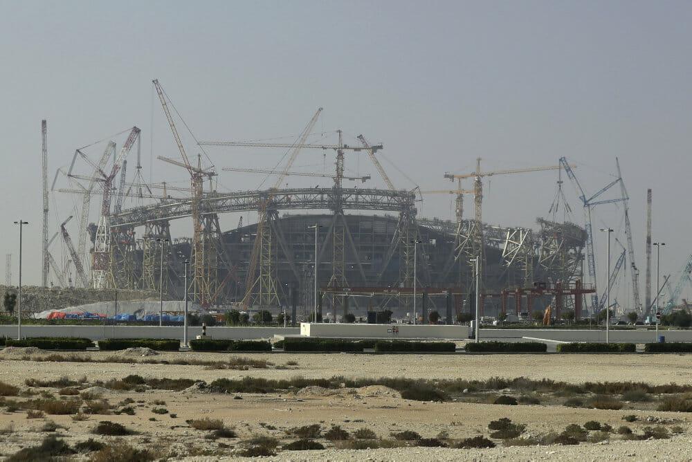 Afsløring af 6500 dødsfald blandt migrantarbejdere presser Qatar