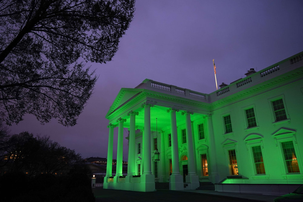 Spansk avis: Under Biden er USA igen demokratiets leder