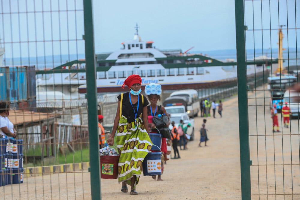 Tusindvis af overlevende flygter fra belejret by i Mozambique