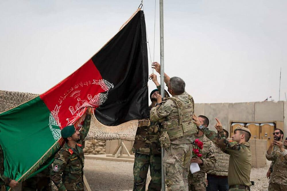 Kampe og frygt midt i Afghanistan-exit