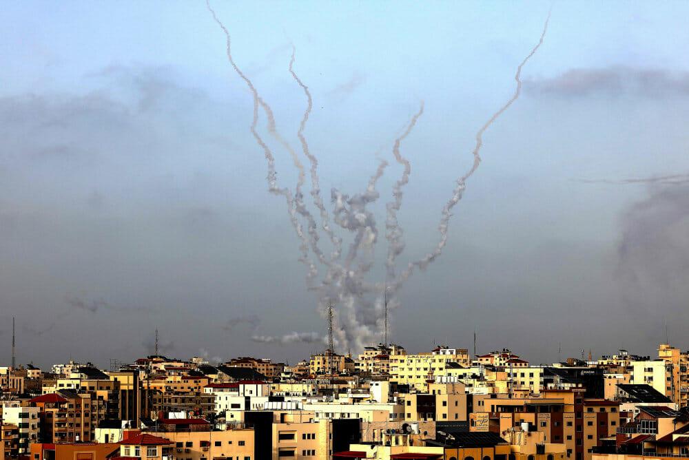 Mindst 31 dræbt under optrappede angreb i Gaza og Israel