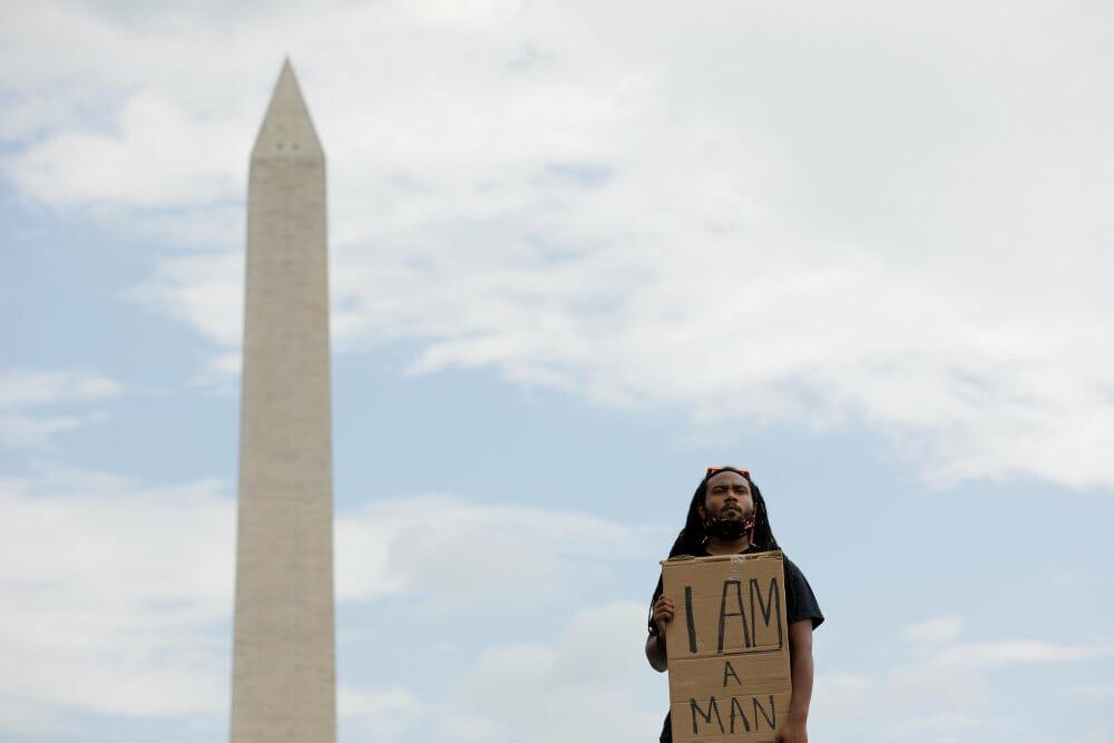 Demonstranter føler håb og afmagt et år efter George Floyds død