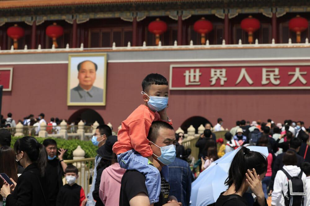 Det kommunistiske parti i Kina vil nu tillade tre børn per par