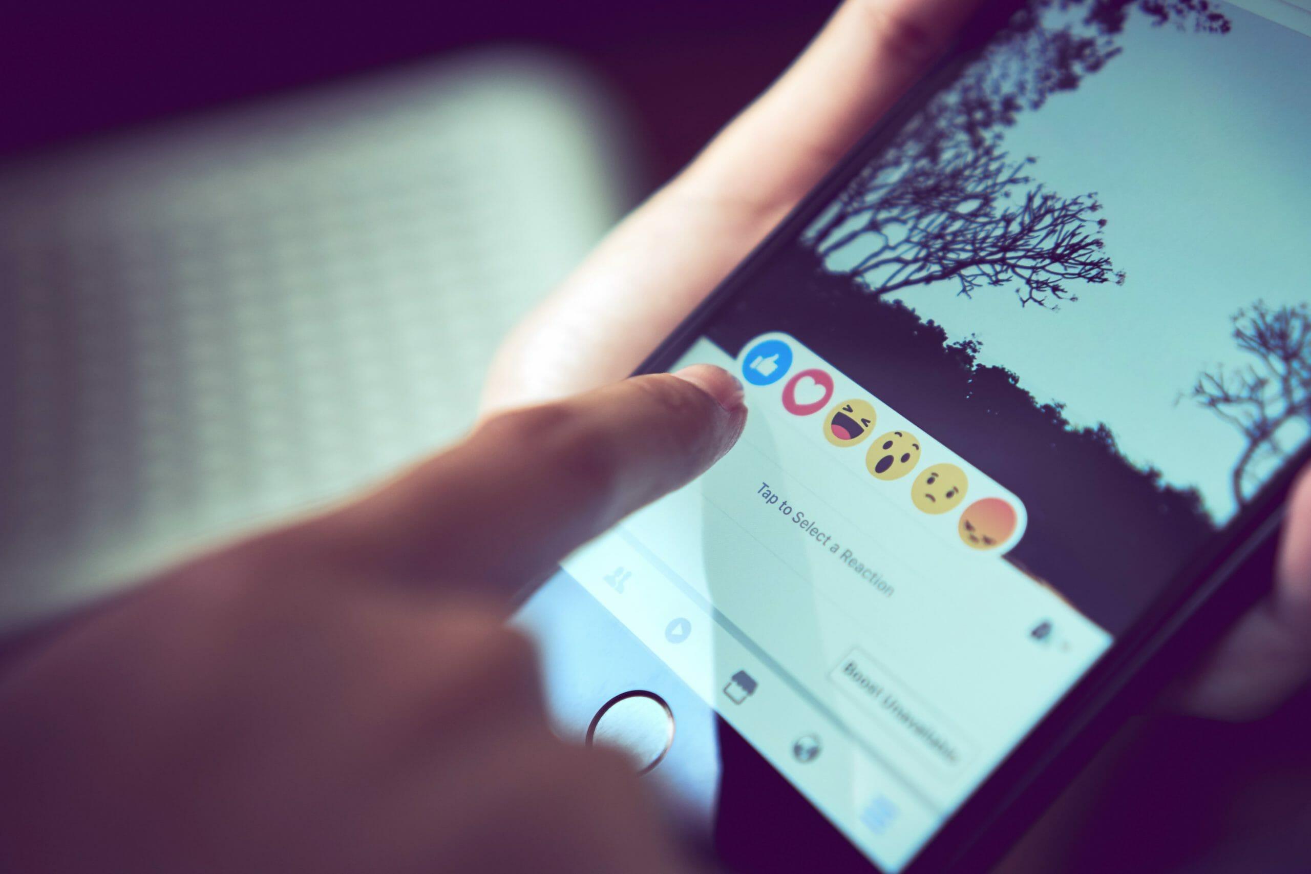 Ny algoritme kortlægger hadefulde kommentarer på Facebook