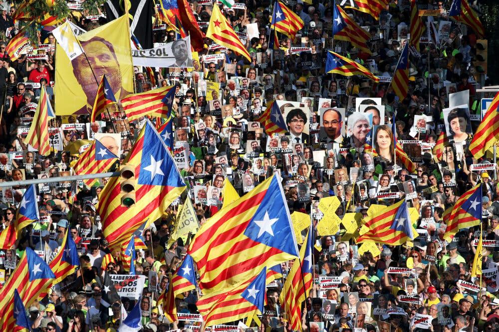 Read more about the article Spanien benåder oprørske cataloniere