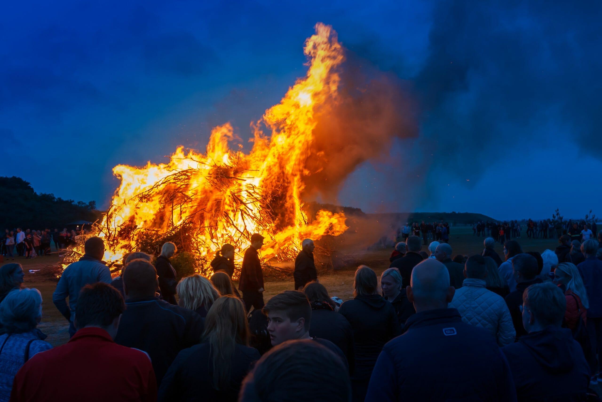 Read more about the article Kender du disse traditioner og myter om sankthansaften?